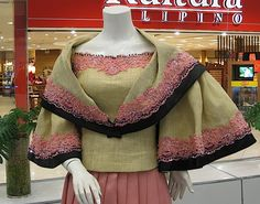 During Spanish colonial times, one of the most important export products of the Philippines was marine rope made out of abaca ( Musa textil. Modern Filipiniana Gown, Filipiniana Wedding, Philippines Outfit, Philippines Culture, Ethnic Fashion, Asian Fashion, Filipino Fashion, Baro't Saya, Traditional Dresses