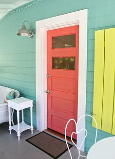 Coral door, turquoise house (Doc Holiday Cottage - Tybee Island, via House of Turquoise) House Paint Exterior, Exterior Paint Colors, Exterior House Colors, Paint Colors For Home, Paint Colours, Beach House Colors, Beach House Decor, Coral Bathroom Decor, Bathroom Colors