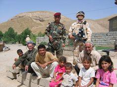 쿠르드 마을. 민병대와 한국군의료지원팀 구호활동 중