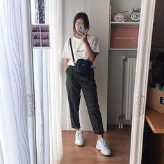 Get Fall Outfits for School You Need To Good Wear Now - Fashion Outfits Korean Outfit Street Styles, Korean Street Fashion, Korea Fashion, Asian Fashion, Look Fashion, 90s Fashion, Fashion Outfits, Korean Outfits School, Fall Fashion