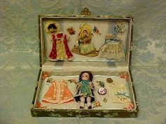 ANTIQUE+CELLULOID+PRESENTATION+BOX+WITH+CLOTHES+&+DOLL+ACCESSORIES+