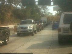 Bajando Los Chorros carga vehicular desde Las Delicias. Vía @evorava