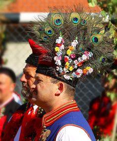 lamus dworski: Kraków costume - a guide to Polish folk costumes Art Costume, Folk Costume, Dance Costumes, Polish Embroidery, Polish People, Polish Folk Art, Krakow Poland, Folk Dance, Fashion History