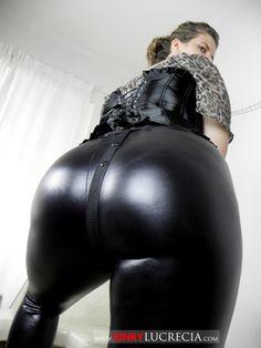 aufgepumpte vagina leder catsuit