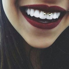 perfect piercing. I want this. #piercing #bouche #perfect #omg #jeleveux #iwant