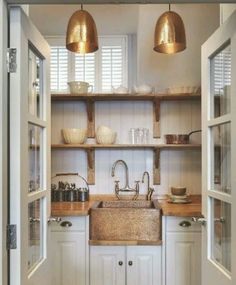 What a gorgeous pantry.
