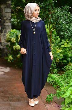 It can be little bit difficult for women who wear abaya along with hijab Abaya Style, Hijab Style, Abaya Fashion, Modest Fashion, Fashion Dresses, Muslim Dress, Hijab Dress, Moslem Fashion, Mode Abaya