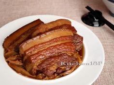 筍絲焢肉是一道常讓人懷念起的古早味,改用黑糖來料理,不須再費心炒糖色,利用黑糖本身的色澤就能輕輕鬆鬆幫焢肉上色。一口焢肉,一口筍絲〜好幸福! ★更多食譜收...