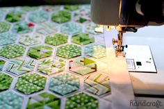 Modern Hexies: A Tutorial – ModernHandcraft Hexagon Pattern, Hexagon Quilt, Cute Quilts, Small Quilts, Quilting Tips, Machine Quilting, Textiles, English Paper Piecing, Couture
