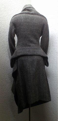 Yohji Yamamoto F/W 1997 tweed suit - StyleZeitgeist Yohji Yamamoto, Fernanda Yamamoto, Japanese Trends, Winter Mode, Fall Winter, Tweed Suits, Japanese Outfits, Dark Fashion, Apparel Design