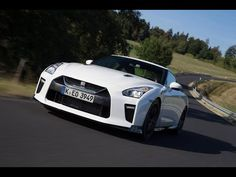 Read Newspaper - New Nissan GT-R Track Edition Review