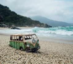 In her ongoing series Travelling Cars, photographer Kim Leuenberger loves to travel and take pictures of vintage toy cars placed in different city and. Miniature Photography, Toys Photography, Travel Photography, Street Photography, Combi Wv, Tayrona National Park, Car Photographers, Vw Vintage, Create Photo