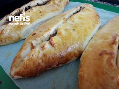 Kıymalı Ev Pidesi Hot Dog Buns, Hot Dogs, Pizza Pictures, Turkish Pizza, Sans Gluten, Toast, Food And Drink, Breakfast, Ethnic Recipes