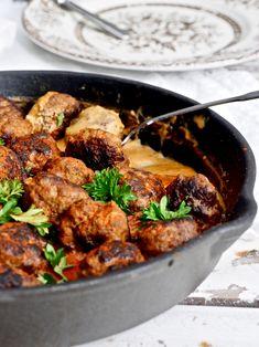 Herkulliset mummun lihapullat hurmaavat koko perheen ruokana. Valmistus helppoa! #lihapullat #mummunlihapullat #sielunruoka #lohturuoka #liharuoka #resepti Koti, Tandoori Chicken, Foods, Ethnic Recipes, Food Food, Food Items