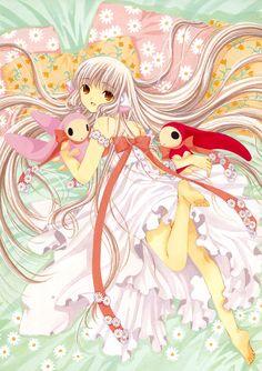 chii en robe blanche allongée avec les 2 lapins