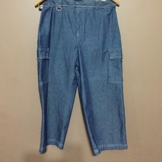Dockers Capri Great condition worn once maybe 100% cotton Dockers Pants Capris