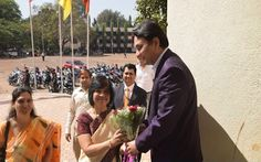 Prof. Dr Mukund Sarda, Dean Faculty of Law and Principal of New Law College Pune, welcoming Hon'ble Justice Dr. Shalini Phansalkar-Joshi, Judge Bombay High Court , was in New Law College Pune on 07/03/2015.