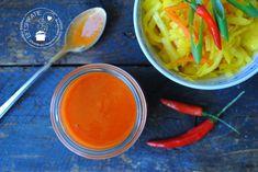 Vind je de babi pangangsaus van de Chinees ook te zoet? Maak dan je eigen zoet zure saus (babi pangangsaus). Lekker bij vlees, kip en eigerechten.
