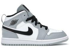 Cute Nike Shoes, Black Nike Shoes, Jordan Shoes Black, Jordan Shoes Girls, Girls Shoes, Retro Jordan Shoes, Cool Shoes For Girls, Retro Nike Shoes, Jordan Retro 1