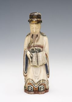 An ivory carved Japanese snuff bottle, Kyoto 1880-1940.