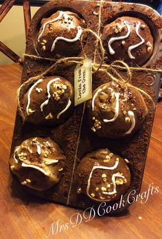 Make artificial pies and muffins muffins tips and diy for Artificial bread decoration