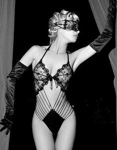 Burlesque Black ♥ www.breastsamour.com