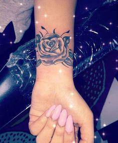 wrist tattoo girls - My list of the most creative tattoo models Rose Tattoos On Wrist, Forarm Tattoos, Bff Tattoos, Wrist Tattoos For Women, Dope Tattoos, Small Wrist Tattoos, Girly Tattoos, Pretty Tattoos, Body Art Tattoos