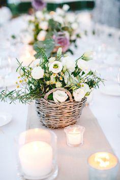 Amsicora - cestino con fiori, centrotavola matrimonio rustico in masseria - basket with lisianthus, rosmary, allium