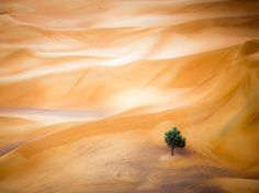Picture of sand dunes in the Dubai desert as seen from a hot-air balloon