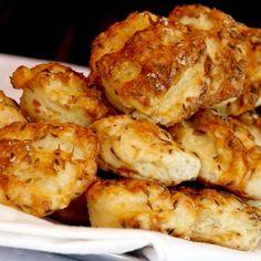 Hajtogatott túrós pogácsa Recept képpel - Mindmegette.hu - Receptek Penne, Ham, Cauliflower, Healthy Eating, Pizza, Vegetables, Breads, Traditional, Cookies