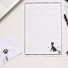 """Papier à lettre silhouette de chat noir, A4 noir et blanc, enveloppe et autocollant patte de chat"" Creations, Silhouette, Boutique, Cat Paws, Envelope, Sticker, Cats, White People, Boutiques"