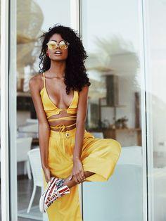 Pantacourt Yellow | Pantacourt em alfaitaria, com barra dupla do mesmo tecido. Com pregas delicadas valorizando a leveza do tecido, botão de brechó.