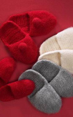 Ravelry: Virkatut tossut pattern by Anne-Maija Immonen Crochet Slippers, Easy Crochet, Ravelry, Free Pattern, Knitting, Diy, Shoes, Felted Bags, Easy Patterns