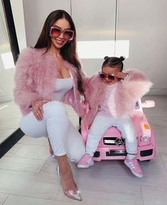 basically giving us mother-daughter goals.⠀⠀⠀⠀⠀⠀⠀⠀⠀ basically giving us mother-daughter goals.⠀⠀⠀⠀⠀⠀⠀⠀⠀ What's In Jordys Closet Mother Daughter Fashion, Mother Daughter Matching Outfits, Matching Family Outfits, Baby Girl Fashion, Toddler Fashion, Kids Fashion, Mom And Baby Outfits, Little Girl Outfits, Mommy Daughter Photography