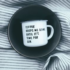 """EMAILLE-BECHER """"COFFEE KEEPS ME GOING UNTIL IT'S TIME FOR GIN"""" 15,90EUR"""