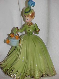 Josef Originals ~ NEW HAT ~ Lady Figure ~ Green Dress ~ Gold Trim ~ Hat Feather Cold Porcelain Jewelry, China Porcelain, Porcelain Doll, Girls Series, Women Figure, China Girl, Chinese Antiques, Gold Dress, Vintage Ceramic