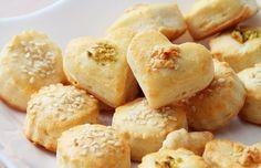 The perfect cheese biscuits!  -  Ingredients: - Camembert 50 g - Gouda cheese 50 g  - Egg Kurinoe PCs. - Wheat flour 150 g - Baking powder 2 g - Butter 100 g - White pepper powder ¼ tsp - Sweet red pepper (paprika) ¼ PCs. - Nutmeg ¼ g - Pistachios 10 g - Peanuts 10 g - Sesame seeds 10 g Cream 10-11% 20 ml - full text recipe, visit the website http://recipesworthsharing.com/2015/11/08/the-perfect-cheese-biscuits/