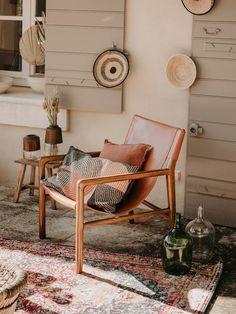 Debongoût Paris affirme son style ! | Madame Décore Ethnic Chic, Paris, Bench, Madame, Furniture, Home Decor, Style, Black Armchair, Clean Design