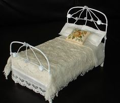 Carolyn's Little Kitchen: I hate superglue!!! - A blog about the bed, made from florists wire and cartboard