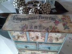 Mueble con transferencia y decoupage.