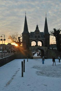 Waterpoort Sneek in de winter Friesland Nederland