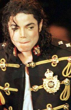 Michael Jackson - lip bite! :)