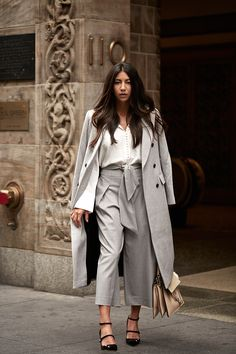 New York Fashion Week Part 2 New York Street Style, Casual Street Style, Style Casual, New Fashion Trends, Fashion 101, Fashion Week, New York Fashion, Korean Fashion, Winter Fashion