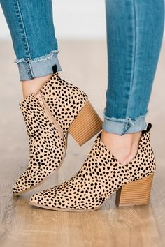 Mini leopard print ankle boots with wooden heel! Mini leopard print ankle boots with wooden heel! Leopard Print Ankle Boots, Leopard Shoes, Cheetah Print, Shoe Wardrobe, Online Clothing Boutiques, Fall Shoes, Diy Photo, Heels, Shot List