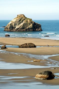 Face Rock, Bandon (not my photo, but definitely a beautiful photo of my favorite place on earth!)