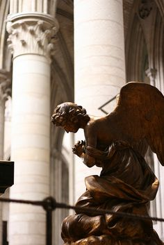 Angel of the Cathedral of the Rouen, 2007 ~ photo by Jackie Chen