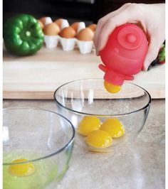 Cool and easy way to crack open eggs without worrying about the shell getting into your food