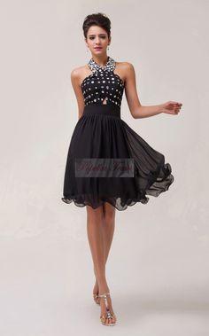Krátké, černé, elegantní...zdobené zirkony. Materiál šifón. Little black dress