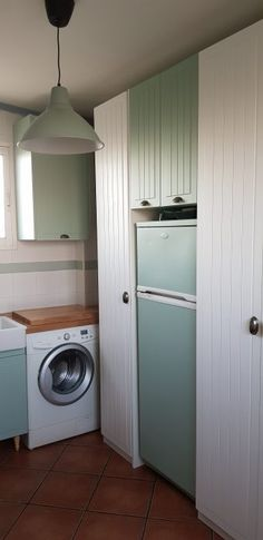 Reformar la galeria con pintura - **El Taller de lo Antiguo Stacked Washer Dryer, Washer And Dryer, Washing Machine, Laundry, Woodworking, Home Appliances, Home Decoration, Painting, Ideas