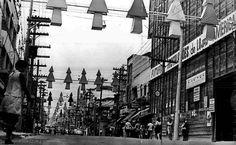 1968 - Rua 12 de Outubro, na Lapa, com a decoração natalina.